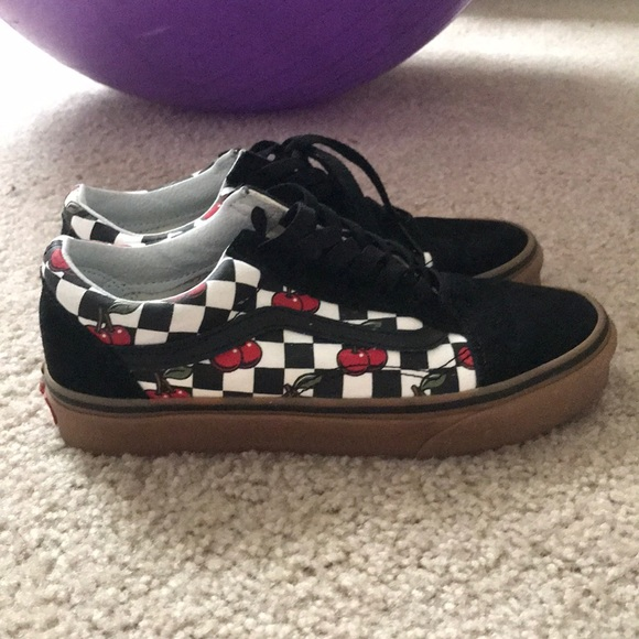 3ec5178c0eda3 Cherry Checkerboard Vans Old Skool. M 5b835b78d6716ac933d955d9